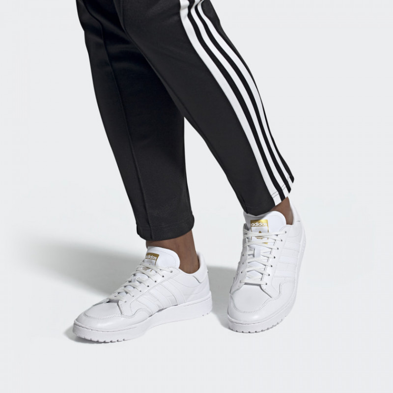 Sepatu sneakers adidas Originals Team Court