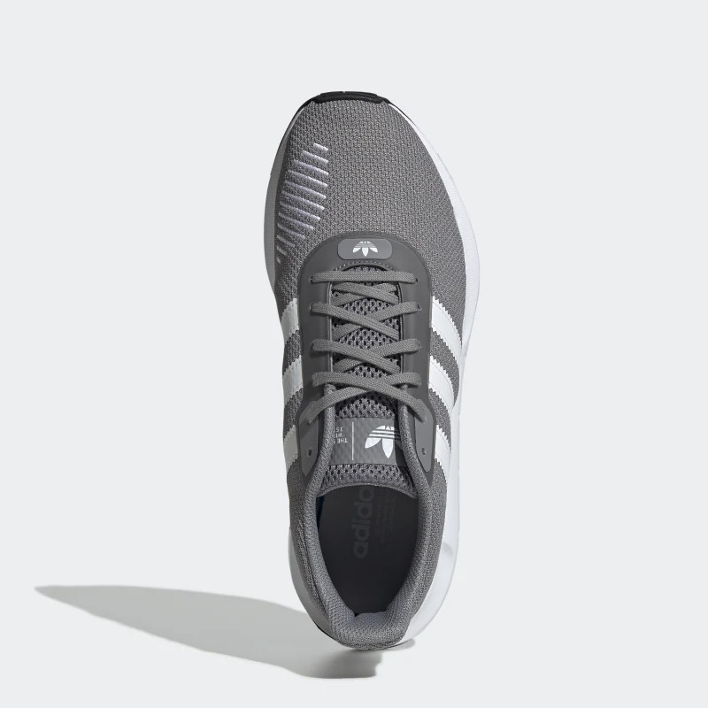 Sepatu sneakers adidas Swift Run RF